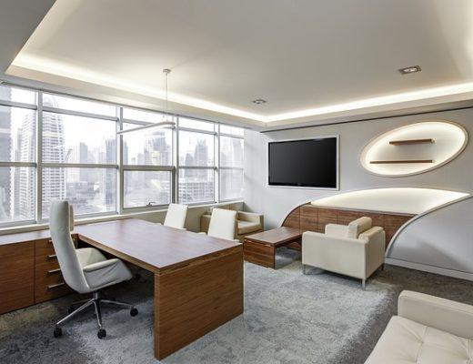 Modernes büro hell und freundlich eingerichtet