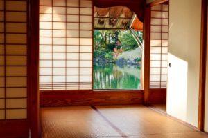 Japanische Papierwände und Tatami Boden