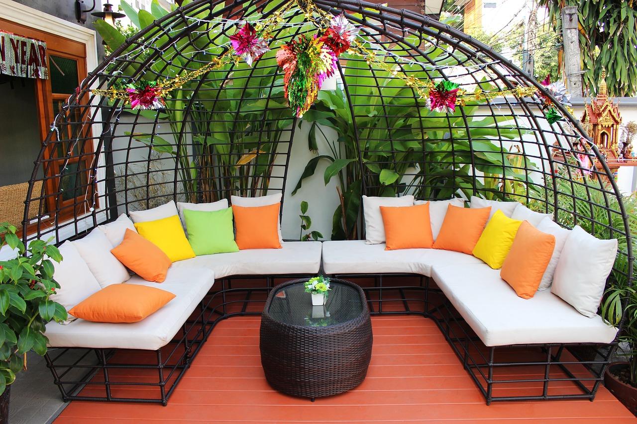 schicke Lounge-Landschaft für draußen
