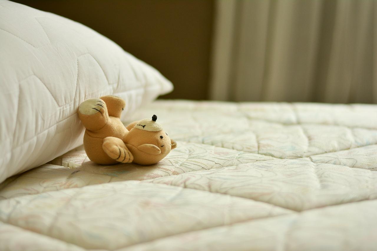 Matratze mit Teddy, Matratze für Kinder finden